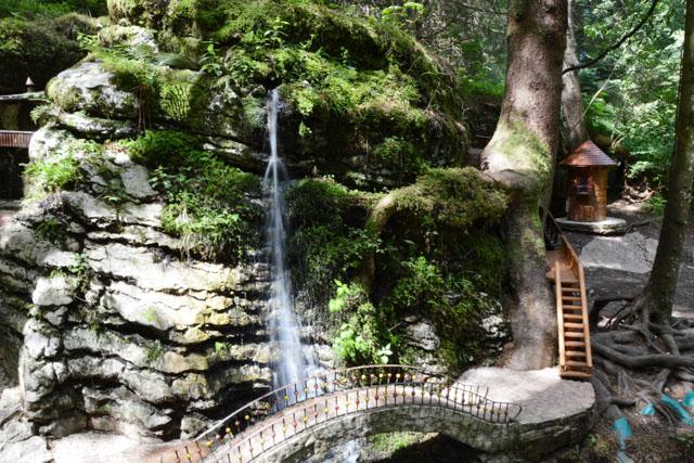 ponte cascata villaggio
