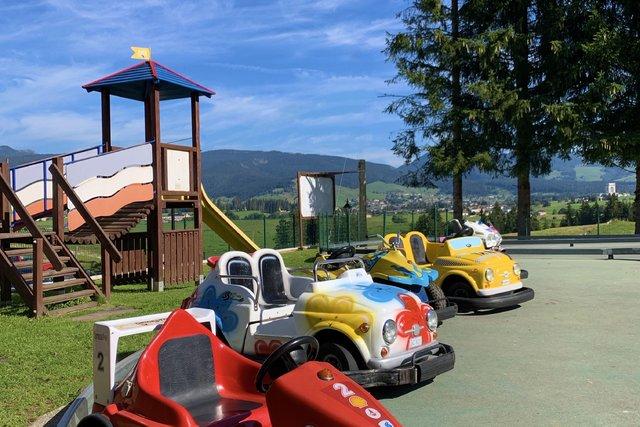 macchinette per bambini del parco giochi